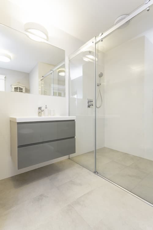 faciliter-acces-salle-de-bain-logements-neuf-douche