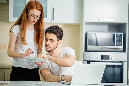 Comparer les modalités du mandat de location et les honoraires de différentes agences est indispensable pour trouver la meilleure.