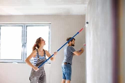 Repeindre les murs de son logement constitue un atout lors de la vente.